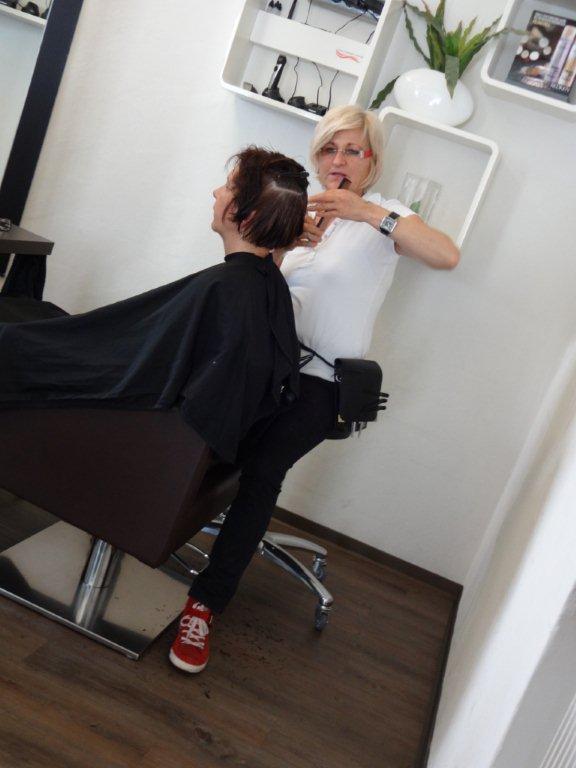 Friseurmeisterin Gabi Klesz